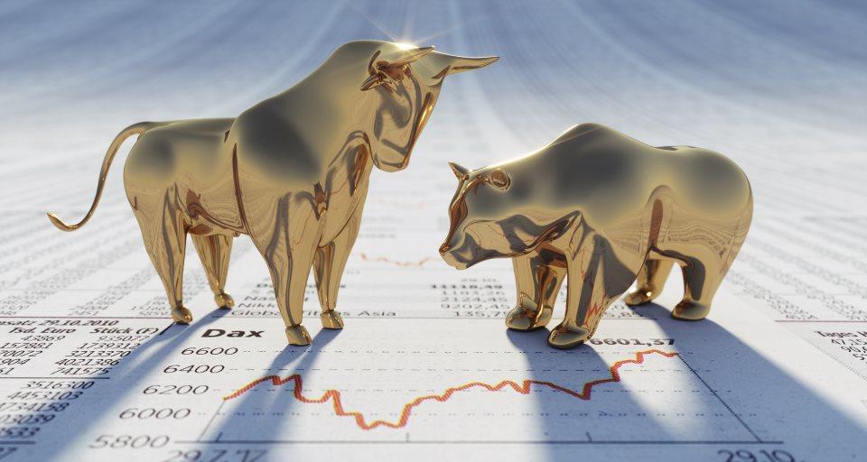 Goldener Bulle und Bär auf Aktienchart