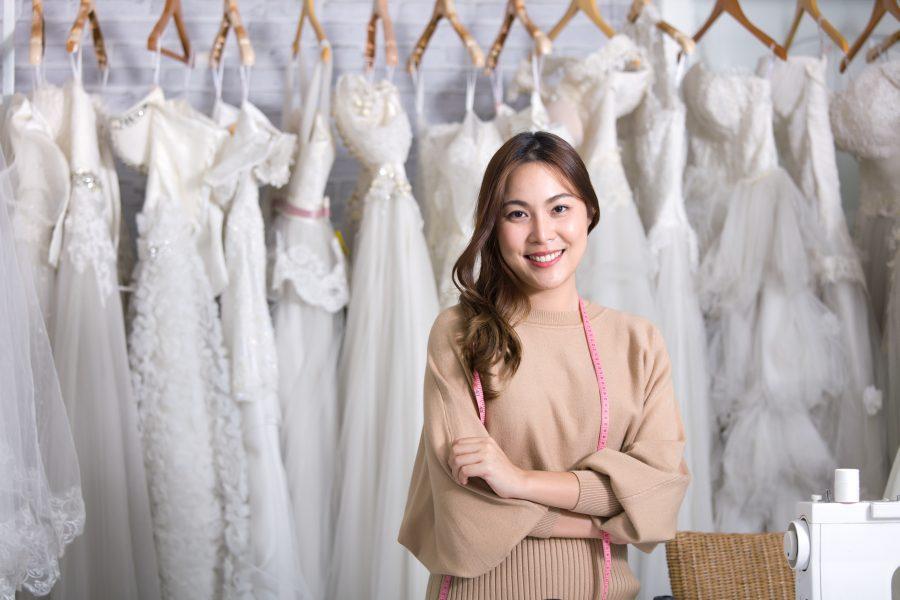 Inhaberin eines Brautmodegeschäfts