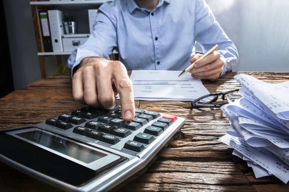 Unternehmer bei der Buchhaltung