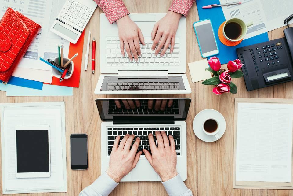 Leer Stehende Schreibtische Stellen Ungenutztes Potenzial Dar