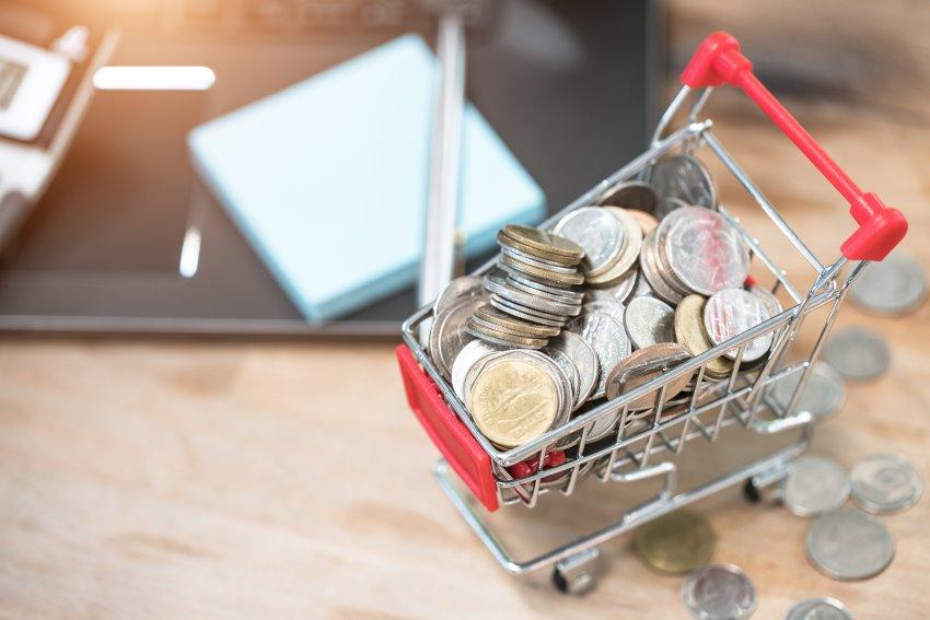 Mini Einkaufswagen mit Geldmünzen