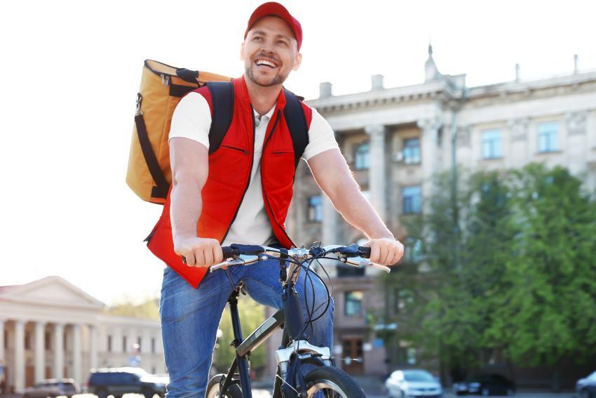 Fahrradkurier mit Rucksack