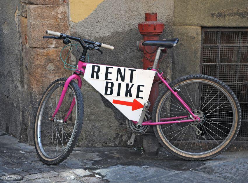 Fahrrad mit Schild und Pfeil Fahrradverleih
