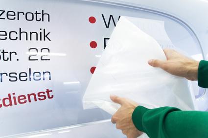 Werbung am Fahrzeug Beschriftung