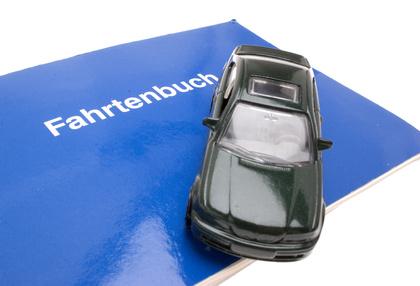 Modellauto auf Fahrtenbuch