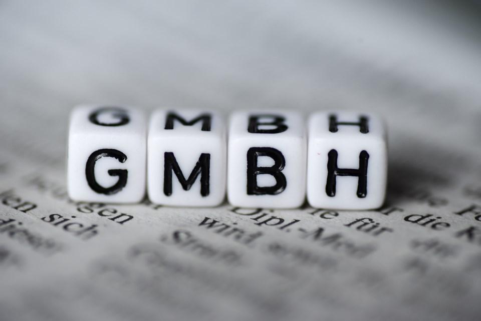 Würfel mit Aufschrift GMBH