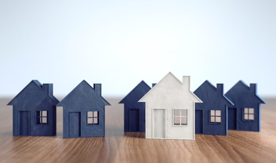 Hausmodelle nebeneinander