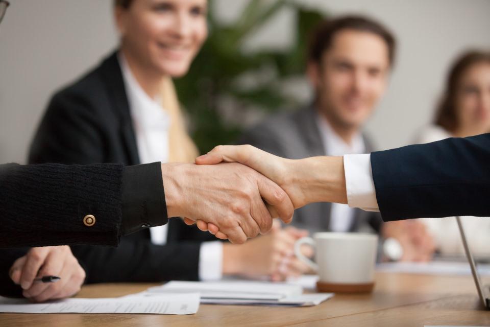 Handschlag mit Investor