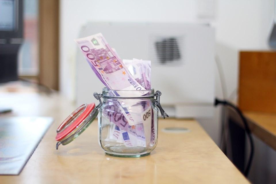 Geldscheine in Glas