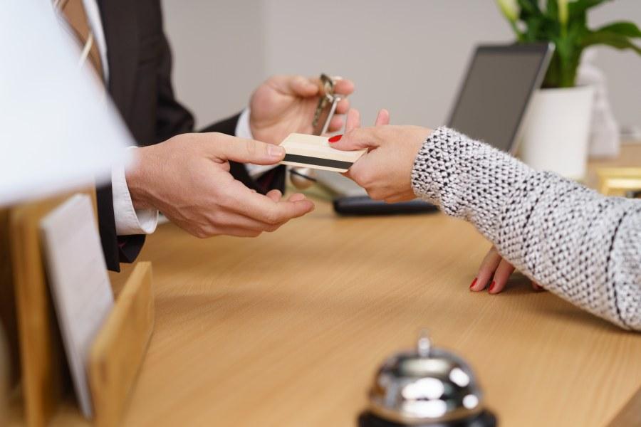 Bezahlung Hotel Empfang mit Kreditkarte