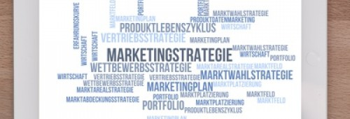 Textwolke mit Begriff Marketingstrategie